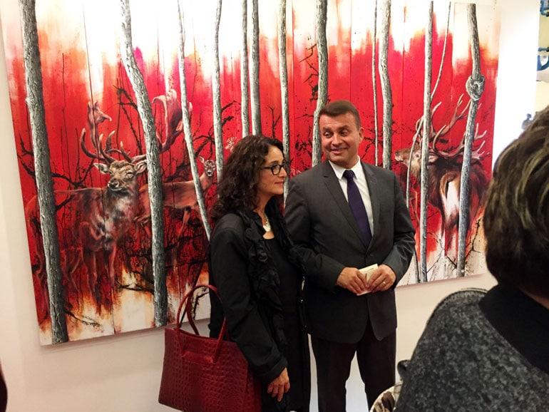 Konsul Frederic Joureau und Andrea-Denis vor ihrem Werk